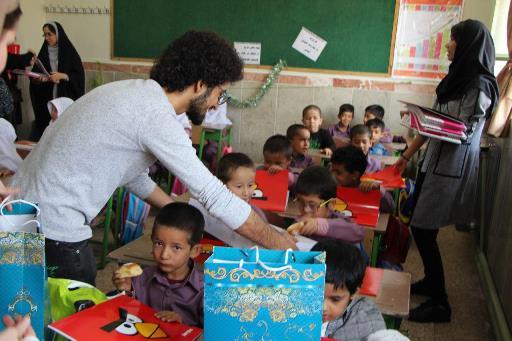 تدریس کودکان نیازمند