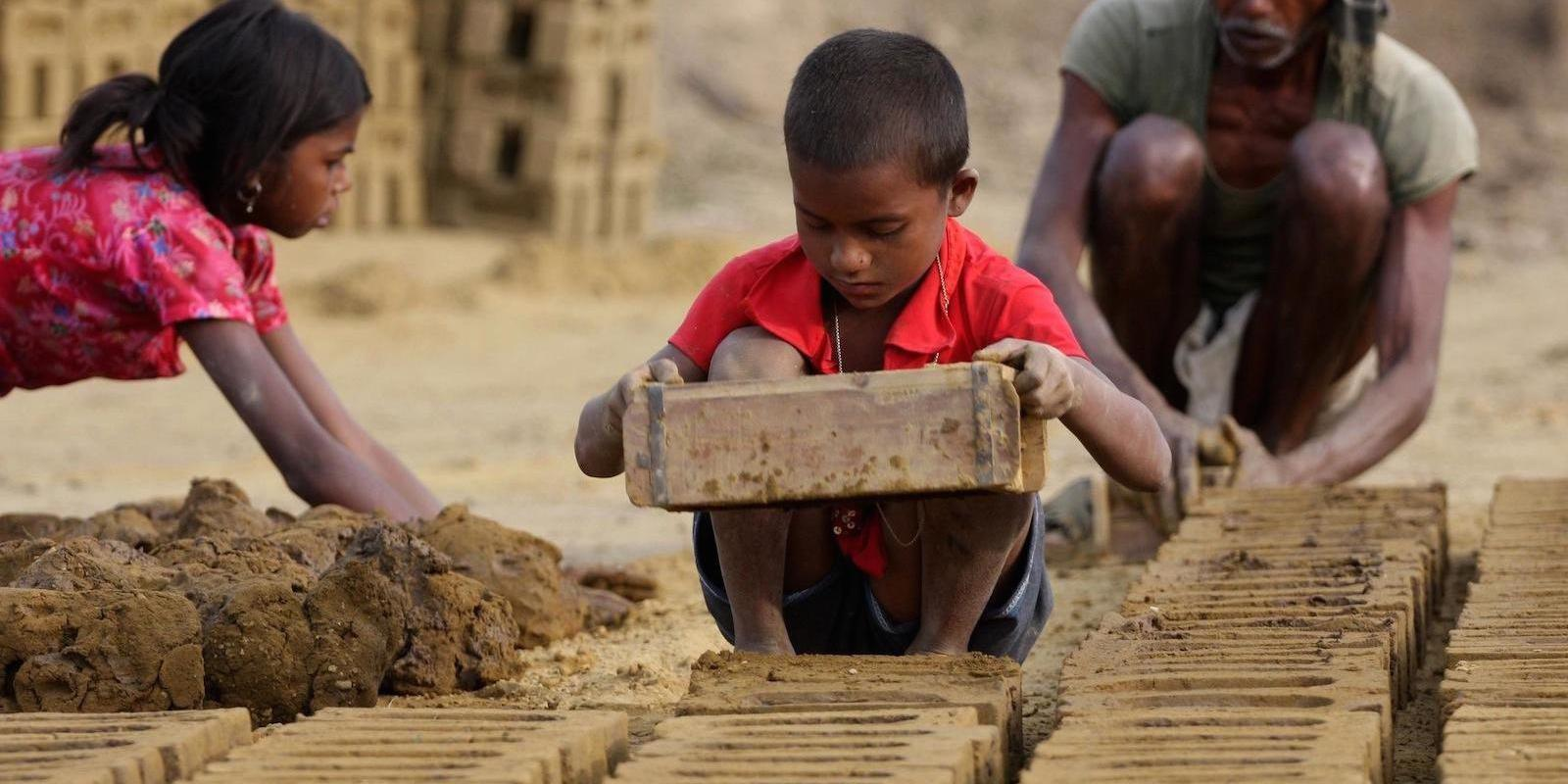 آشنایی با کودکان کار و راههای کمک به آنان
