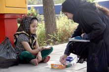 نتیجه کمک نقدی به کودکان کار در خیابان