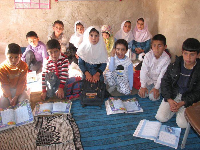 کمک به تحصیل در مناطق محروم